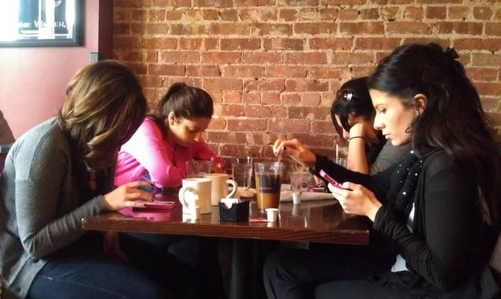 girls-on-their-phone